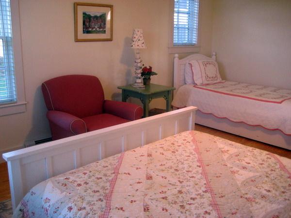 Queen bedroom with twin on 1st floor